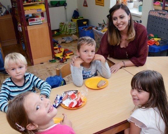 Erzieherin mit Kindern in einer Kita in Wernigerode